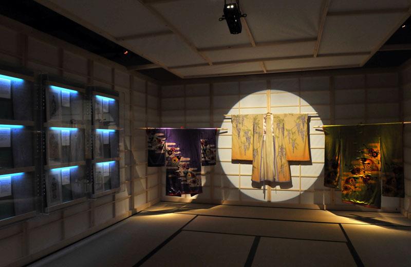 Kimono giapponese esposto alla mostra That's Butterfly